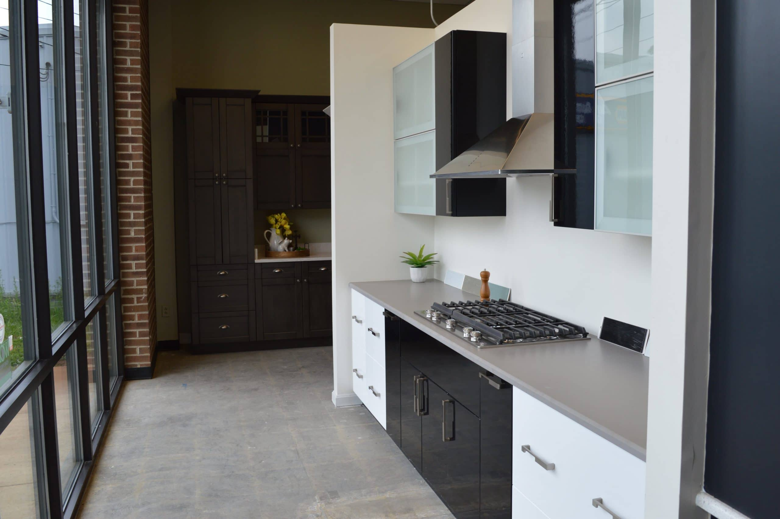 black and white kitchen cabinets
