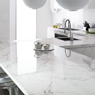 white quartz kitchen counter